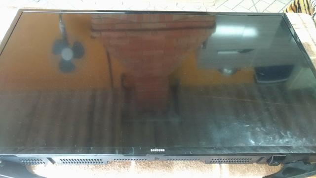 Tv led 40 tela quebrada