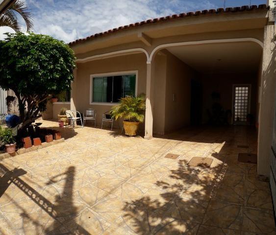 Vendo excelente casa na QS 7 ótima localização e acabamento moderno