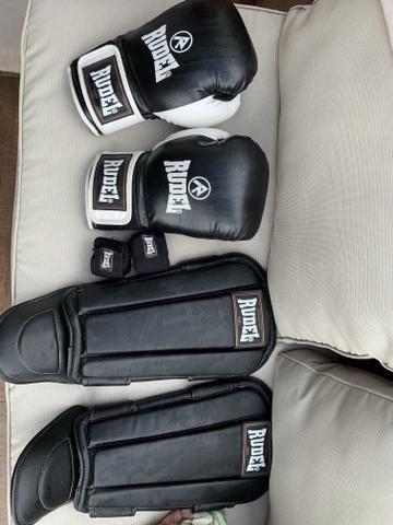 f7bda90f7 Luva 14oz + caneleira + bandagem + bolsa miau thai da marca Rudel ...