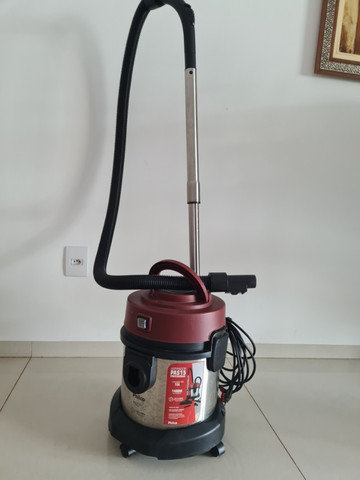 aspirador de pó e água