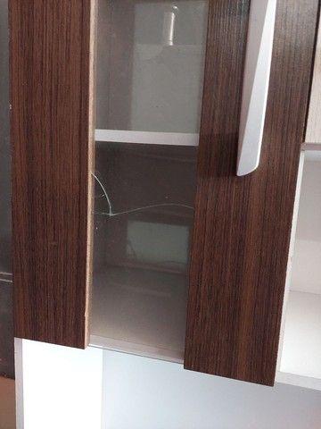 Vendo armário de cozinha novo com avarias como mostra na foto.  - Foto 3
