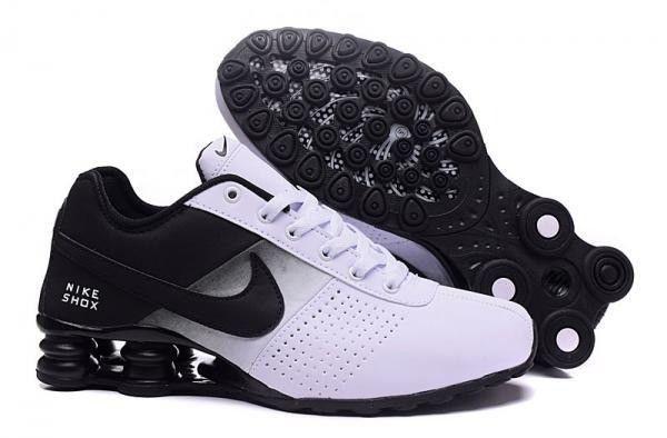 Tênis Nike em couro sintético