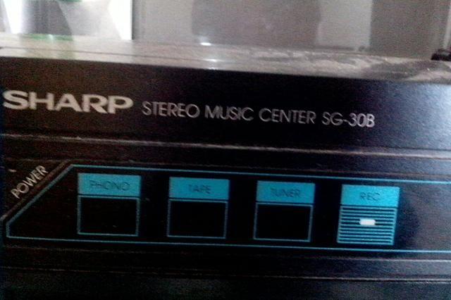Som Toca disco marca SHARP