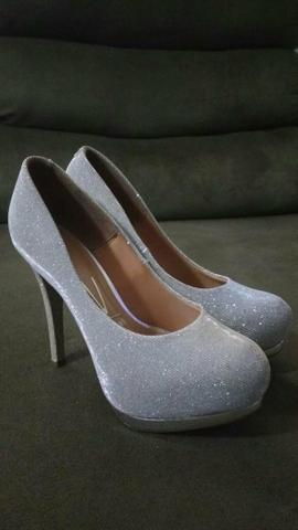 Sapato prata com glitter lindo