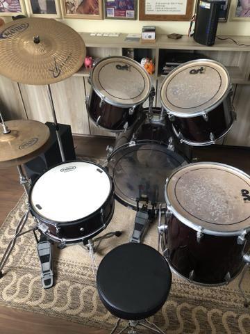 Bateria Art-Drums com Kit de Pratos