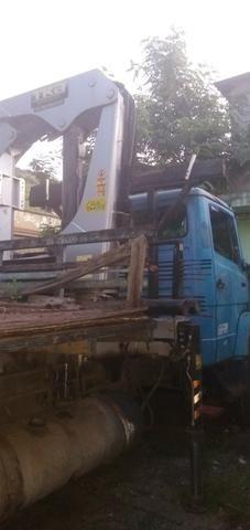 Mercedez 1218 truck com munck - Foto 4