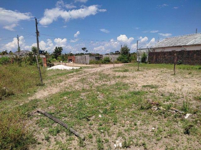 Vendo um terreno medindo 10 de frente e trinta metrô de comprimento