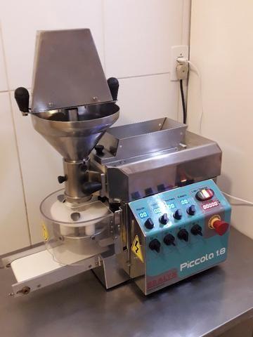 Produtora de Salgados e Doces Bralyx 220V em perfeito estado e funcionamento!