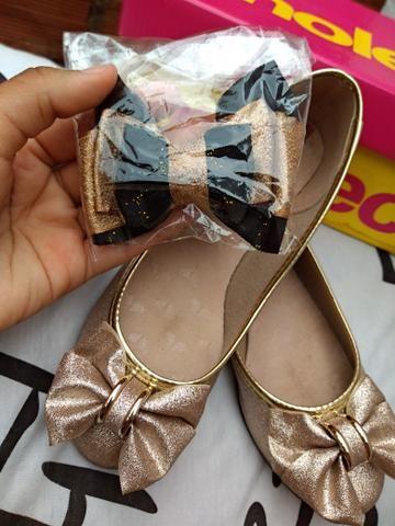 Linda sapatilha dourada!