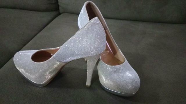 Sapato prata com glitter lindo - Foto 2