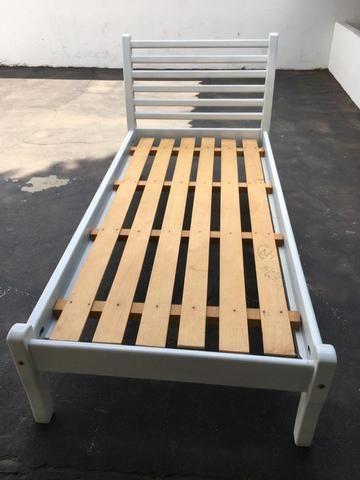Cama de madeira solteirão