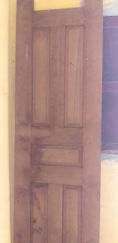 Vendo porta de madeira pra banheiro