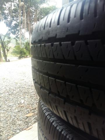 Jogo de pneus para camionete