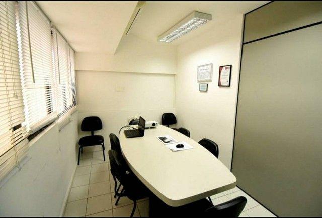 Edf. ÔMEGA. Sala com 110,40m². Mobiliada. 3 garagens. 3 banheiros! Av. Tancredo Neves. Opo - Foto 4