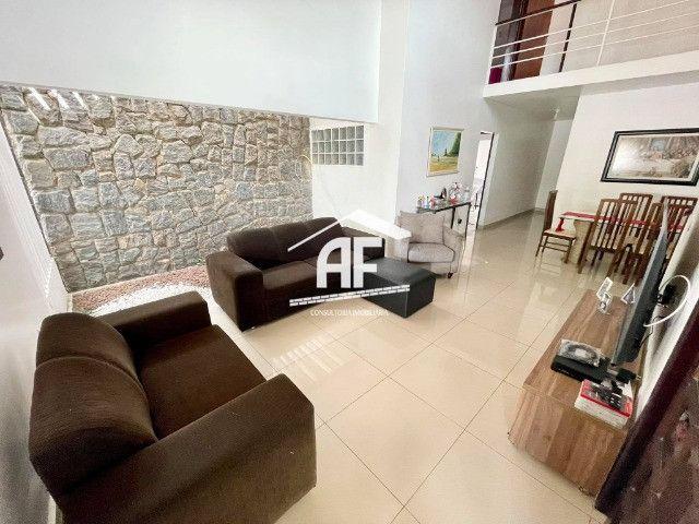 Vendo Excelente Casa no Petrópolis com 180m², 4/4 sendo 3 suítes - ligue já