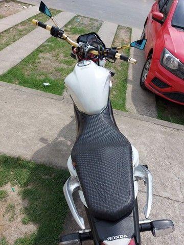 Vendo ou troco essa moto aceito moto, menor com volta. - Foto 3