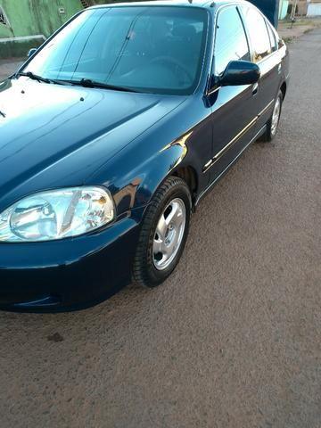 Charming Honda Civic 2000 EX