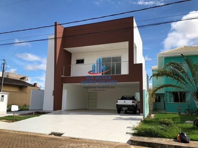 Casa residencial à venda em condominio fechado.