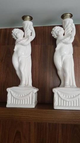 Estátua em porcelana
