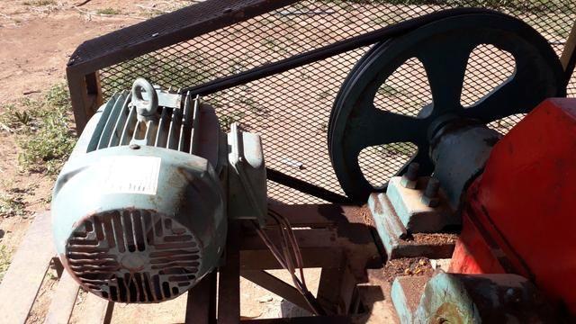 Motor elétrico weg 7.5 cv - Foto 3