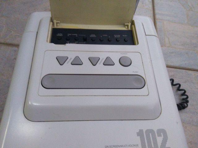 Televisão de cubo anos 90 c/ controle - Foto 2