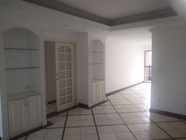 Apartamento com 3 dormitórios sendo 1 suíte, lazer completo, Aterrado! - Foto 9