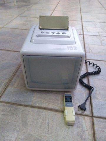 Televisão de cubo anos 90 c/ controle - Foto 4