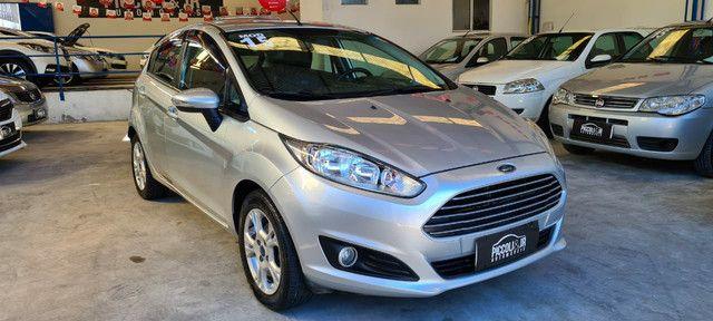 Ford New Fiesta SEL 1.6 Automático vendo troco e financio R$