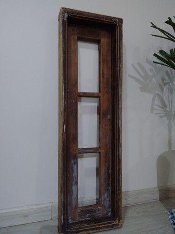 Janela antiga de madeira - Foto 3