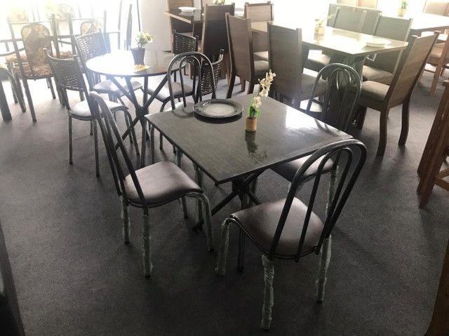 Mesa Califórnia 4 cadeiras  Tampo Preto Tubular 75X75 - Foto 4