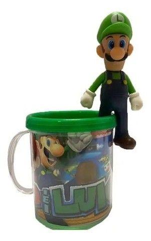 Boneco Luigi - Super Mario Bros + Caneca Personalizada - Loja Coimbra Computadores - Foto 2