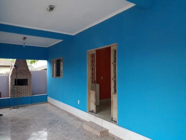 Casa espaçosa localizada no bairro Dom Bosco, com 3 Quartos