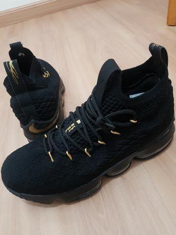 e177582ae5 Tênis de basquete Adidas - Ganha 1 fone bluetooth sem fio - Esportes ...