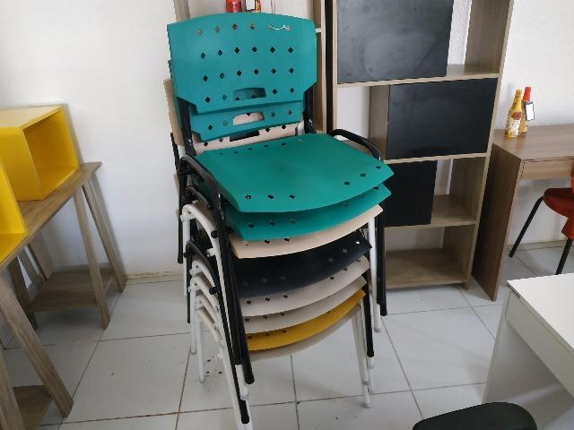Cadeiras fixas coloridas - Foto 4