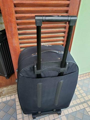 Mala de viagem Preta- grande e com Rodinha - Foto 2