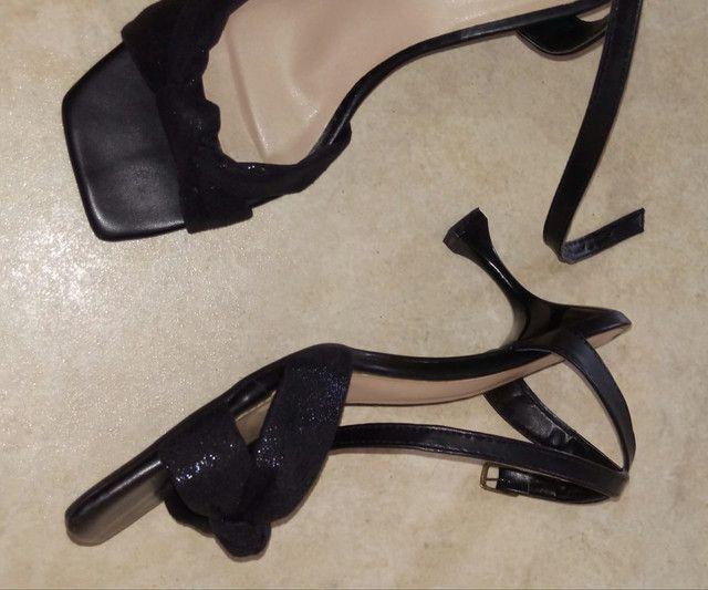 Sandália de tira preta - tamanho 38