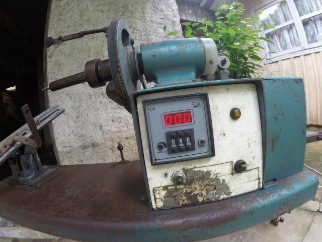 Maquina para enrolar/rebobinar induzidos (bobinadeira)