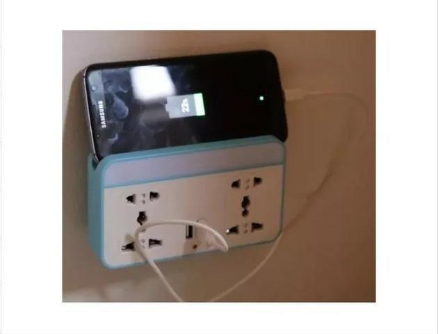 Tomada 4x1 - Suporte de Celular, 2 Entrada + 2 Usb Sensor Movimento - Foto 2
