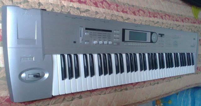 Teclado Korg Triton LE 76 Workstation em Estado de NOVO - Foto 6