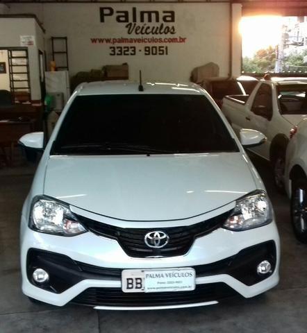 Toyota Etios platinum 1.5 automatico branco 2017/2018