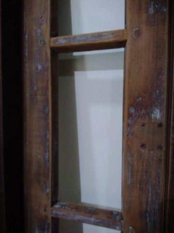 Janela antiga de madeira - Foto 2