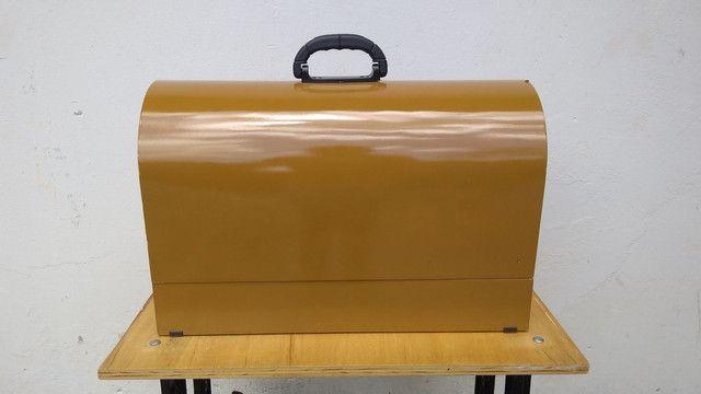 Máquina de costura antiga elétrica 220v+maleta portátil - Foto 2