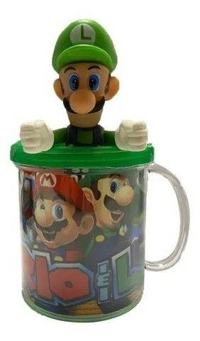Boneco Luigi - Super Mario Bros + Caneca Personalizada - Loja Coimbra Computadores - Foto 3