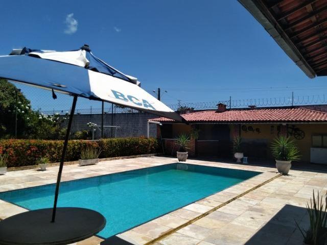 Espetacular casa com piscina e campo de futebol próximo as praias - Foto 3