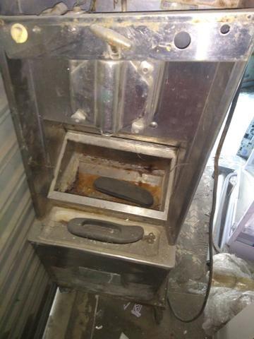 Máquina de sorvete para tirar pecas