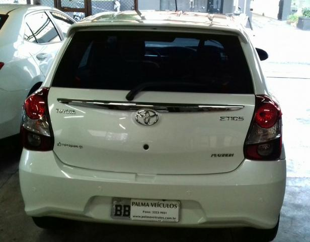 Toyota Etios platinum 1.5 automatico branco 2017/2018 - Foto 6