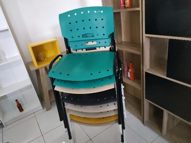 Cadeiras fixas coloridas - Foto 2