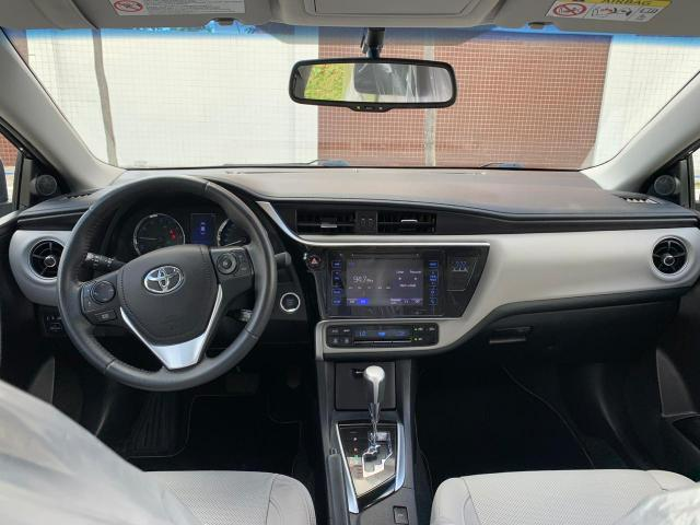 Toyota Corolla Xei cinza aut 2018 27.000km - Foto 5