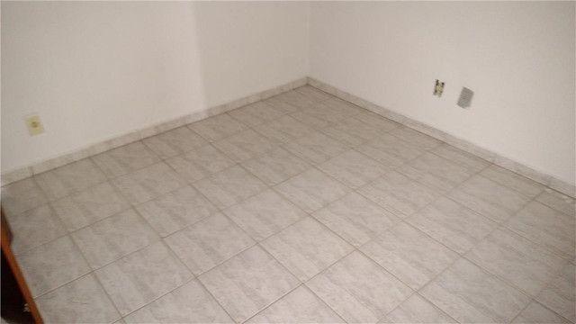 Apartamento com 3 dormitórios para alugar, 0 m² por R$ 600,00/mês - Olinda - Uberaba/MG - Foto 6