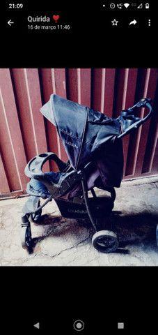Vendo carrinho de bebê semi novo  - Foto 2